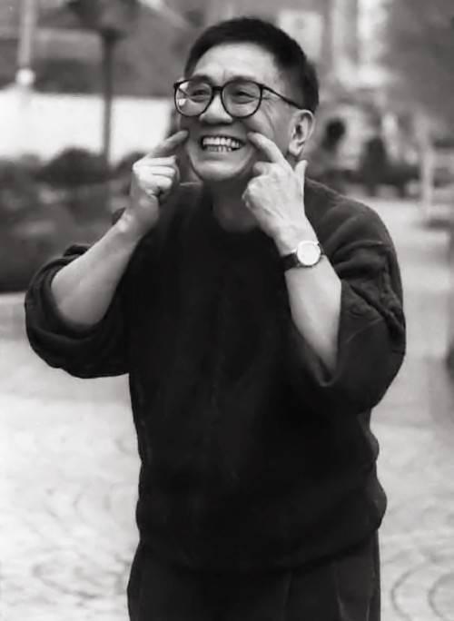 黄霑的造诣有多高:以一支笔叱咤各界,寥寥数语便能体现文化精髓
