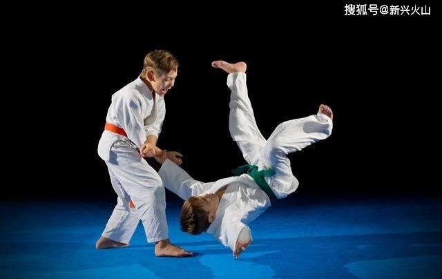 7岁男童学柔道,被当人肉沙包重