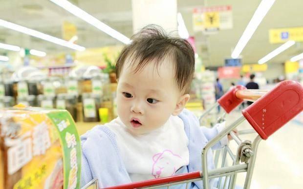 """孩子进超市状况多,其实是因为""""自我中心""""思维,家长不妨这样做"""