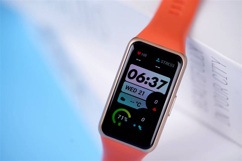 超大屏体验直追手表!华为手环6评测:大屏手环才是真香