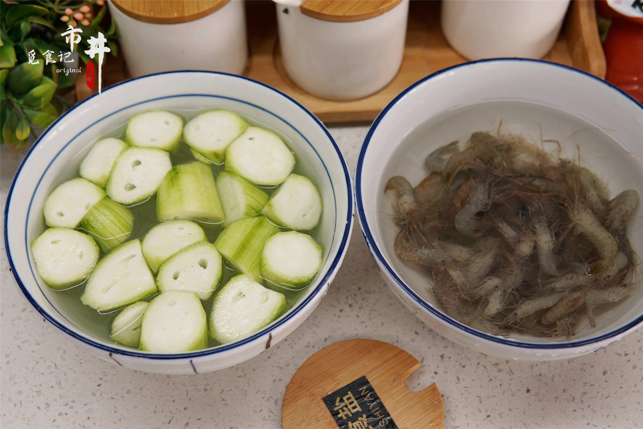 立夏将至,入夏后女人多吃丝瓜,和这河鲜巧搭配,营养又对皮肤好