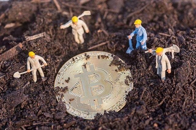 一枚比特币卖到37万,台式机24小时不停挖矿,多久能挖到一个?