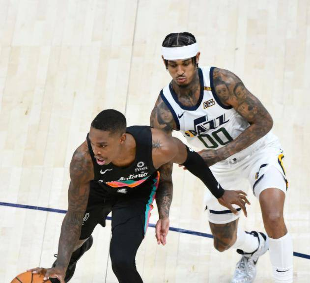NBA最新排名!爵士连胜回第一,湖人处境尴尬,灰熊赢球进前八