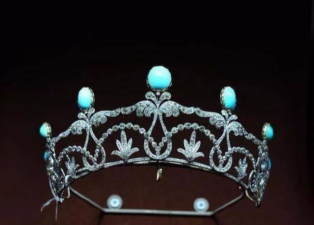 心理测试:哪顶王冠会是你的最爱,秒测你未来另一半姓什么!