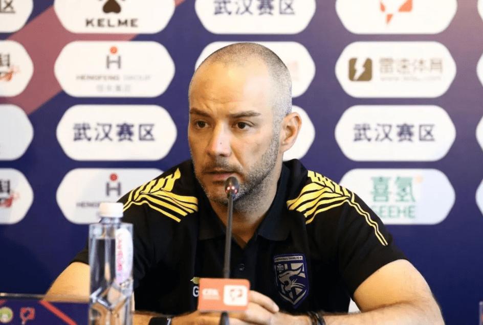 阿尔贝托:武汉三镇分析对手准备各种战术,本轮对手是成熟的球队
