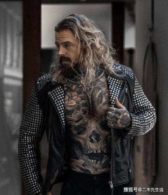 减肥成功的他在全身纹身 没想到摇身一变成海王