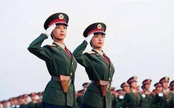 99年大阅兵仪式上,那对火遍全国的双胞胎姐妹,现在如何了
