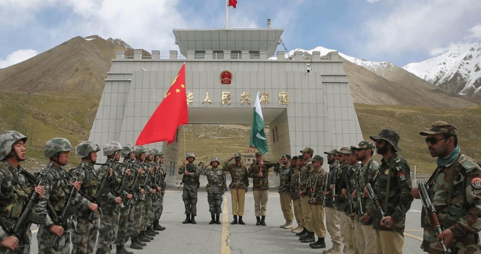 """中巴友谊有多""""铁""""?看这场阅兵式就懂了,是中国武器装备的秀场"""