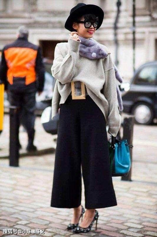 小个子穿阔腿裤显邋遢?试试今年流行的烟管裤,更显高显瘦
