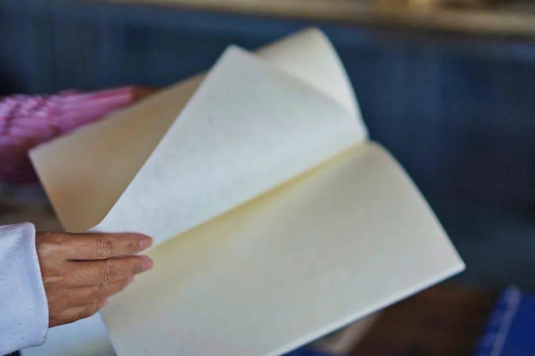 云南23岁小伙手工造纸12年,一天可做800张腾宣,非遗传承