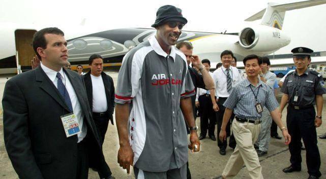 NBA球星中国行:科比粉丝最多,詹姆斯气场最足,库里女粉成堆