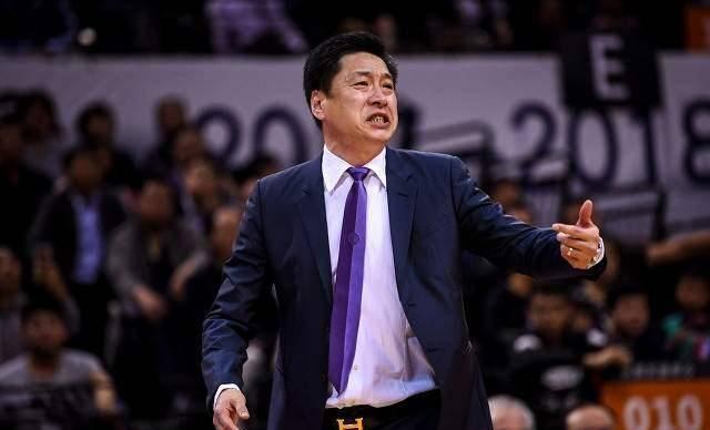 CBA下赛季恐变天!上海男篮签超级外援,李春江杜锋上演巅峰对决