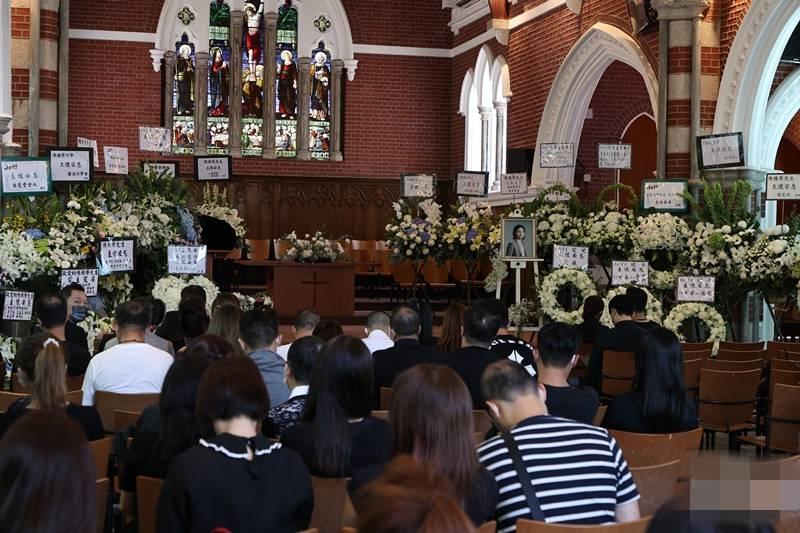 38岁男星陈积荣追思会举行,众好平博88友为其撰写纪念册,古天乐马浚伟送上花圈
