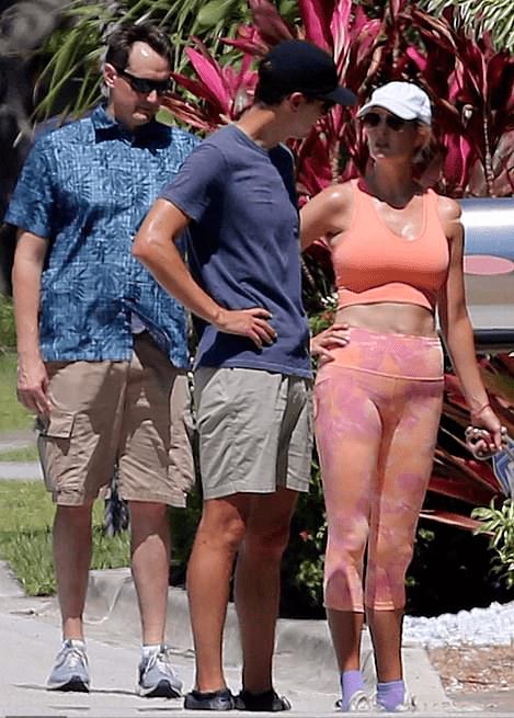 伊万卡得服老了!穿粉色健身服好壮实 肚皮皱巴巴再无超模身材-家庭网