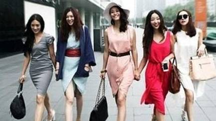 女子街头被七旬老人乱摸 跟踪拍下不堪一幕:几十米猥亵多名女性