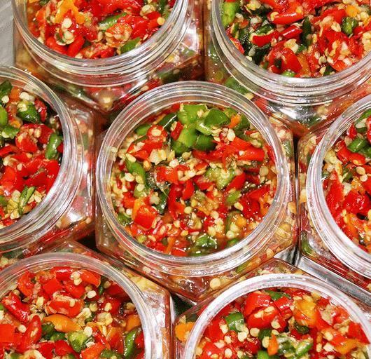 自製辣椒醬,只加鹽還不夠!大廚:多加2樣,香辣入味,放1年不壞