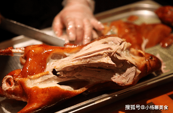 原創             明明烤鴨身上還有肉,為啥片鴨師父卻不片了?原來有套路