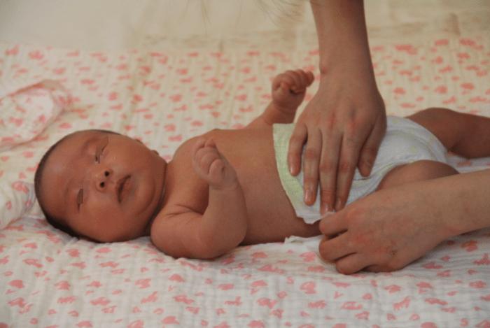 不及时给宝宝戒掉尿不湿,将对娃有不利影响,除了省心没啥好处