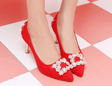 心理测试:凭你的眼光选一双婚鞋,测你会遇到什么样的婆婆?  第3张