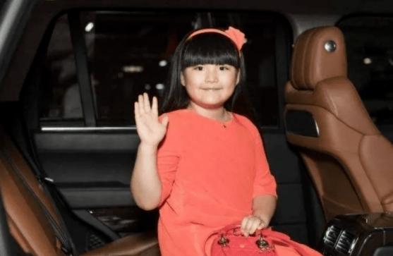 8岁甜馨参加走秀上热搜,恶意满满地评论一个小孩,合适吗?