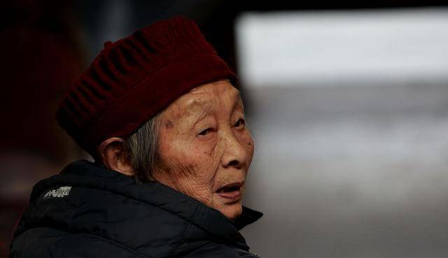 年纪越大老人味越严重?45岁之后,日常做好4点,臭味慢慢消失