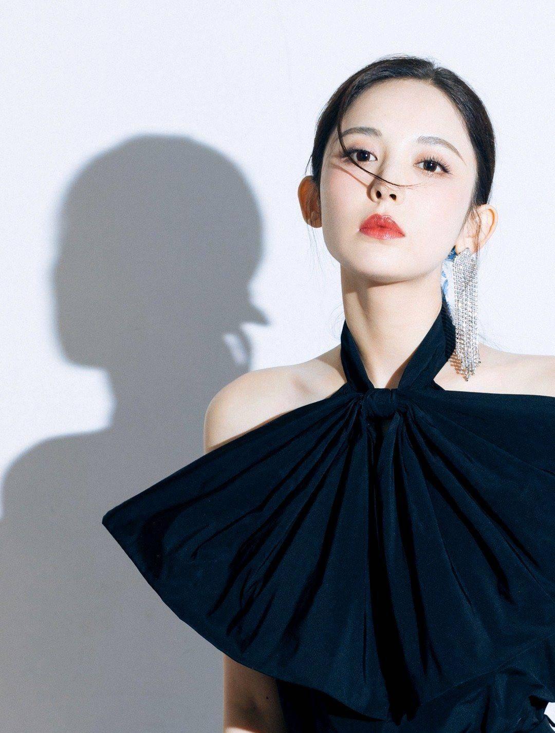 娜扎签约和颂传媒,网友:宁愿不当唐人一姐,也要做和颂二姐