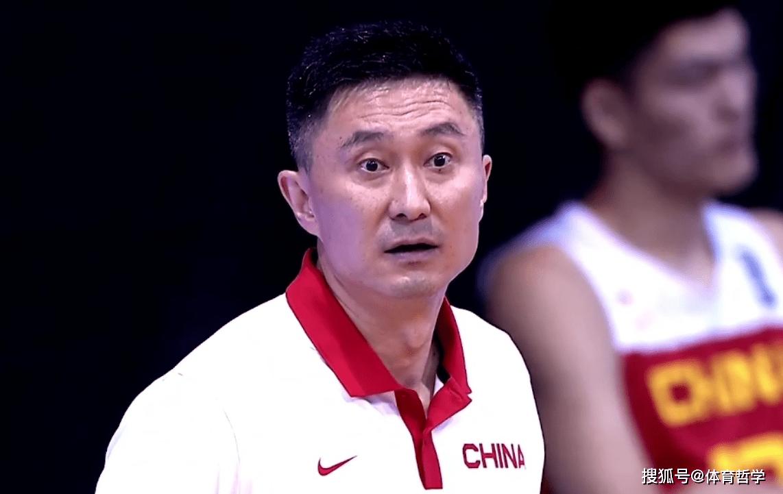中国男篮赢6分!给球员的表示停止评分,3人得满分