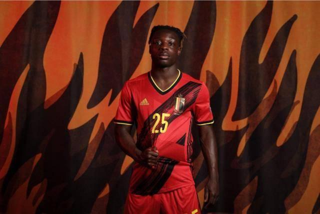 回绝利物浦的新马内 19岁多库以卢卡库为楷模前进