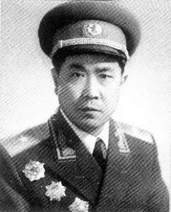 红军时期就是军政委,但十几年后成师级干部,大授