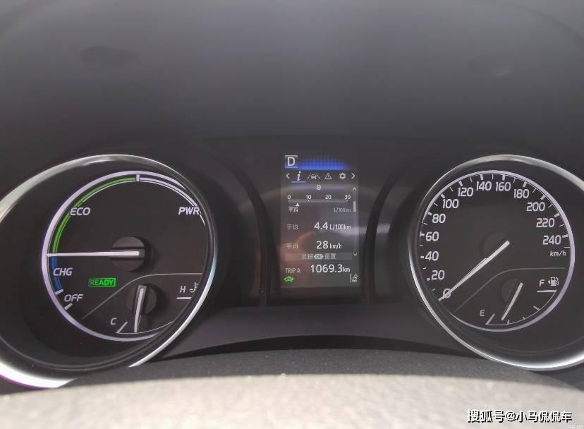 優惠8千入手CAMRY雙擎領先版,目前油耗4.4升,這價格還算可以吧