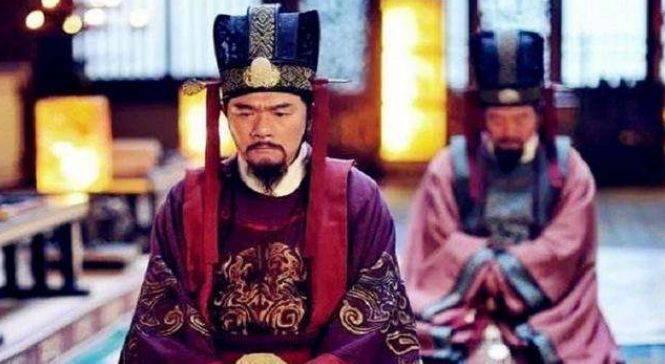 皇帝剛死,13歲太子就臨幸了繼母,卻意外成就一位千古一帝