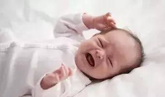 寶寶一吃奶就哭是咋回事?4個原因,新手媽媽趕緊對照檢查