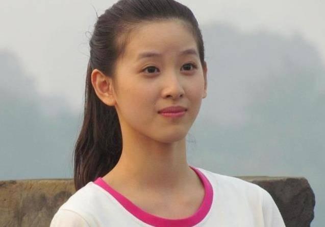 她24歲身價是趙薇十倍,曾經被張藝謀相中,卻三次被拒絕!
