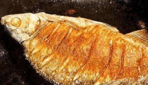 煎魚油裡悄悄加點這玩意, 不僅不粘鍋, 而且煎出來的魚會更入味!