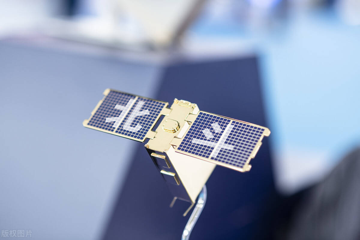 GLONASS 加快度传感器: 加快度传感器是一种可以或许丈量加快度的传感器