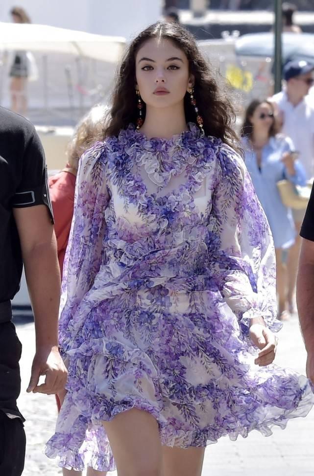 意大利女神息影10年,16岁女儿继承妩媚风情,被妈妈当成最大投资