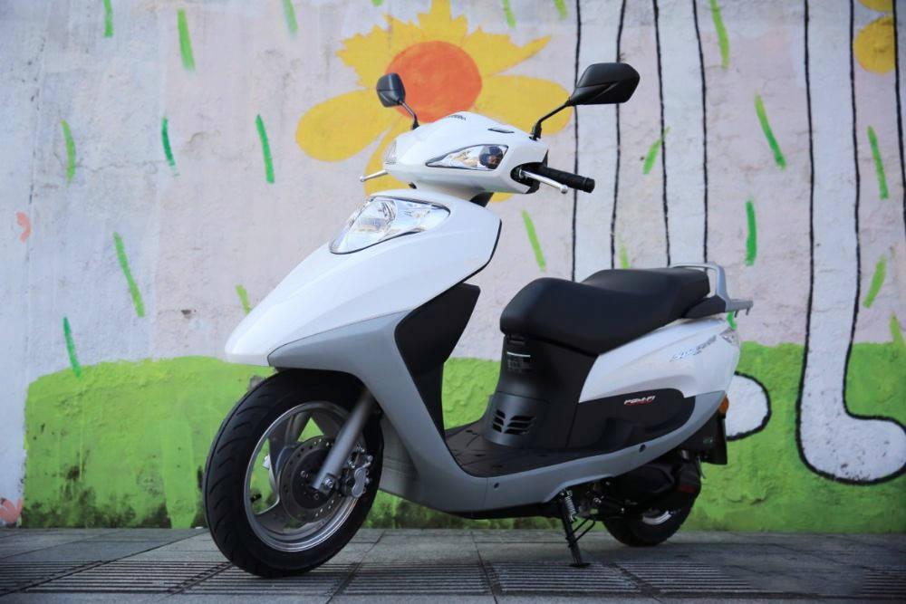 五羊本田睿镁110,极速87,油耗1.6L,高品质的小踏板