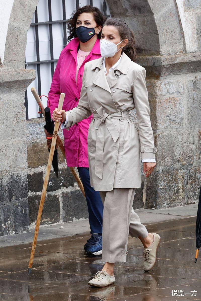 莱蒂齐亚王后连穿修腰连衣裙亮相 蓝裙高冷低调 红裙热烈奔放