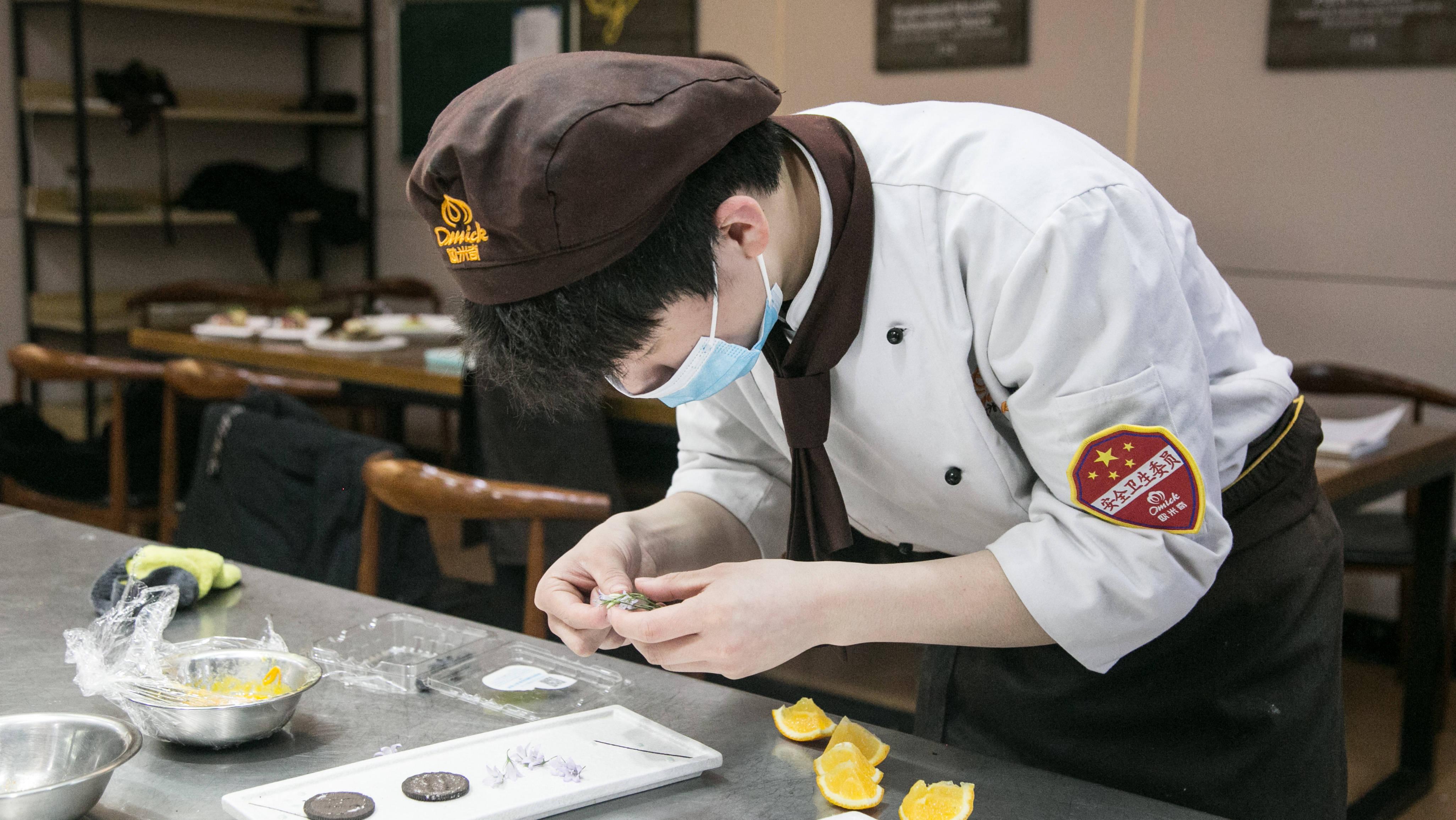 学西餐厨师的最佳年龄 西餐师一般月薪多少钱