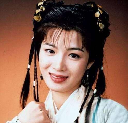 """她演""""双儿""""蹿红,曾背叛刘德华,嫁豪门又破产,今和女儿同患病"""