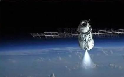 俄罗斯科学号与国际空间站刚对接上就较量了一番,后者被扭转45度