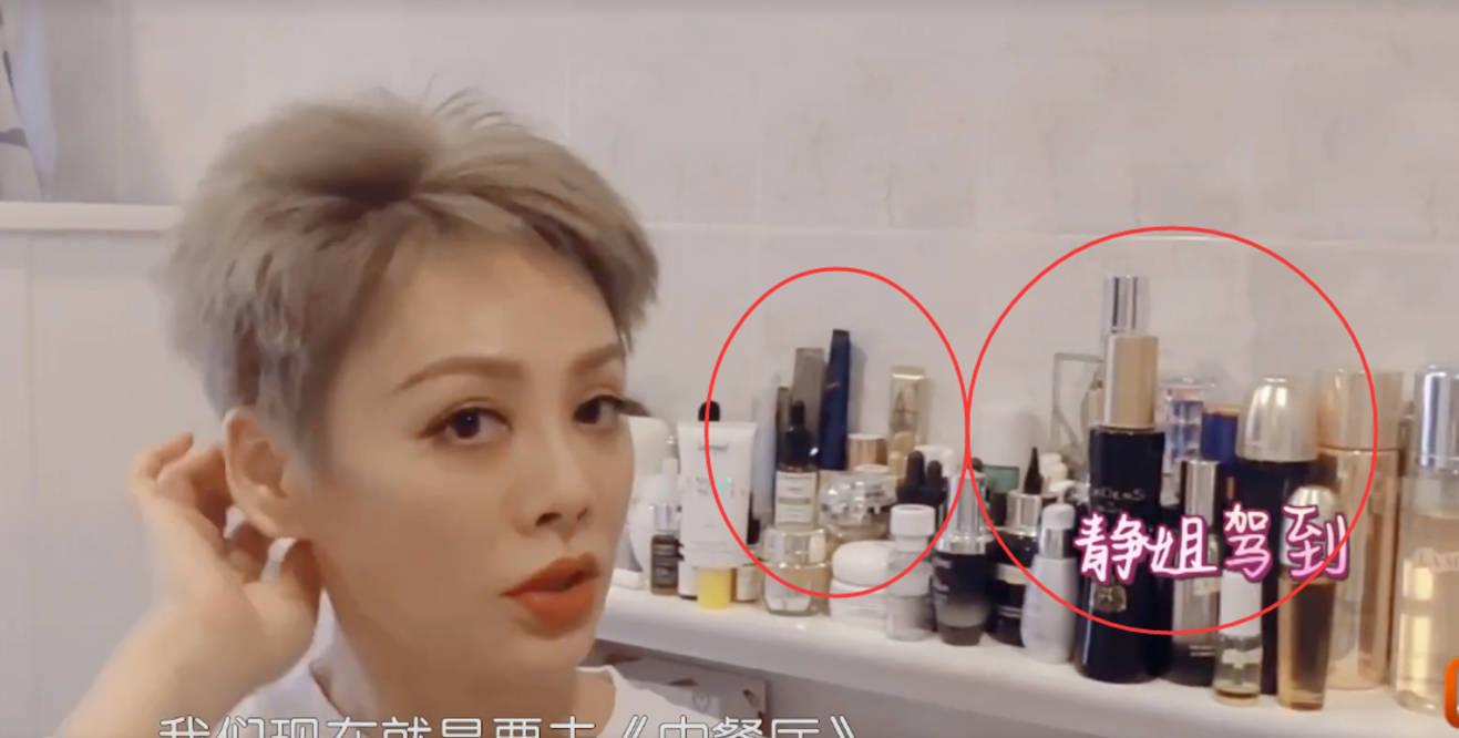 图片[1]-宁静的豪宅内景曝光,名牌包随地放一整排化妆品,收拾杂乱太邋遢-番号都