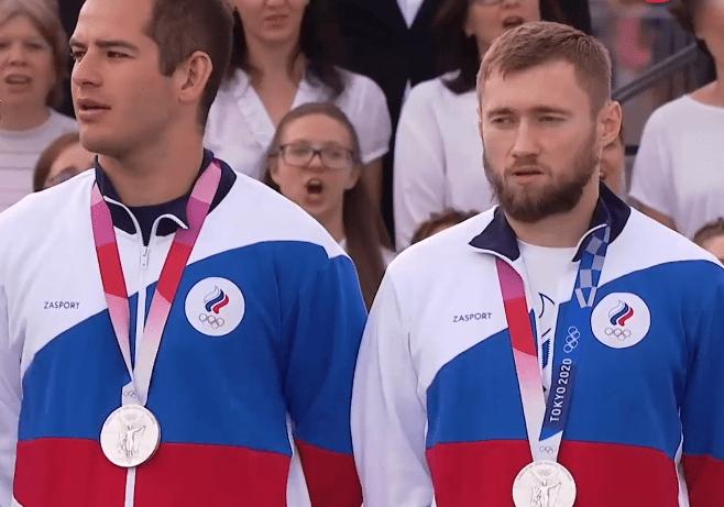 """国歌 震撼!俄罗斯奥运选手回国齐聚,集体高唱国歌弥补颁奖""""缺失"""""""