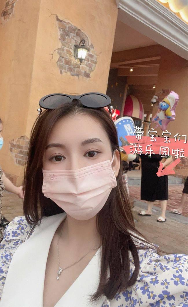 郭富城的妻子方媛每天都拍照 她的两个女儿很少露面 母女俩亲密而热情地互动!