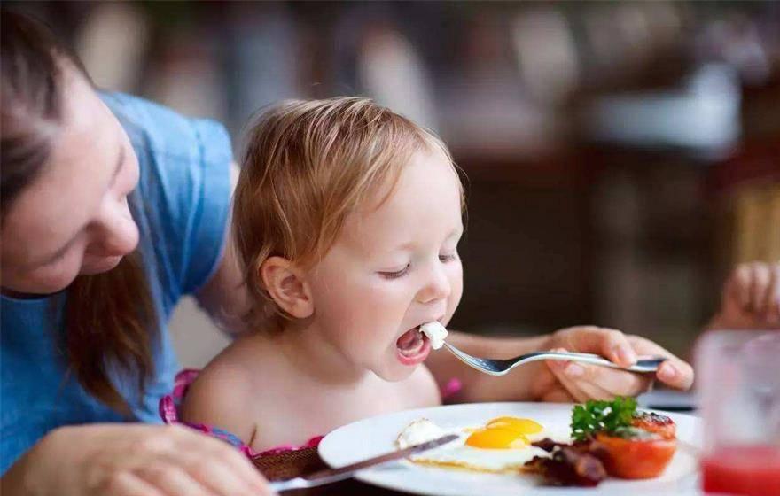 科学育儿,饮食很重要,四种食物少给孩子吃