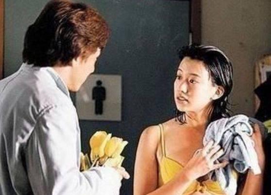 成龙带她进入商界 被陈佩斯赢得 34岁嫁给了爱情 被宠成公主