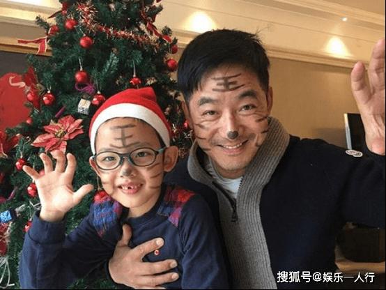 带你看看郭晓东住的房子,在家经常陪儿子玩,生活中是个好爸爸