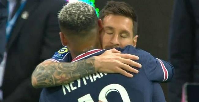 2-0,法甲第4轮,虽然姆巴佩梅开二度,但梅西首秀被历史定格