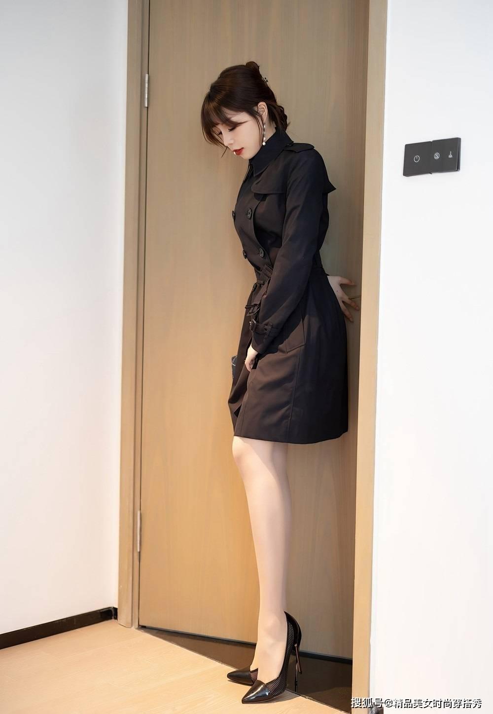 黑色风衣好看吗_黑色风衣怎么搭配好看