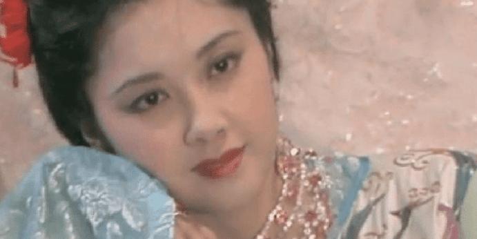 """她曾经是""""中国第一美女"""" 现在她已经60多岁了 最近的照片依然优雅"""